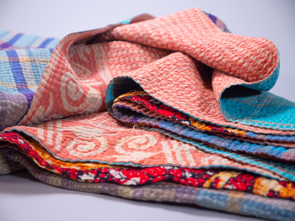Couvre lit Kantha. Bed spread made with recycled vintage saris. Handmade.