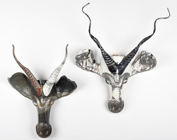 Masque impala en metal recycle de Zimbabwe