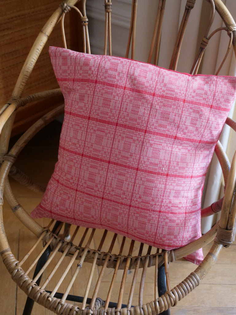 Binakul coussin, tissé main au Philippines. Hand loomed textile from the Philippines.