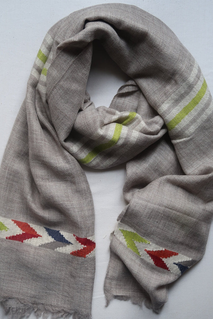 Hand loomed scarf. Pashmina and fine wool mix. Echarpe en pashmina et laine fin.