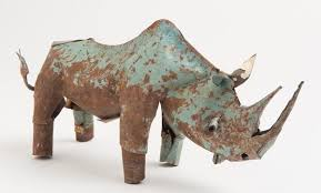 Rhino animal sculpture in recycled metal from Zimbabwe. Animale métallique Zimbabwe  par Mahatsara.