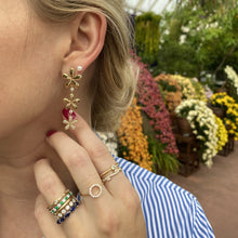 Load image into Gallery viewer, Dangle Flower Earrings