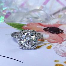 Load image into Gallery viewer, Round Diamond with Cushion Halo