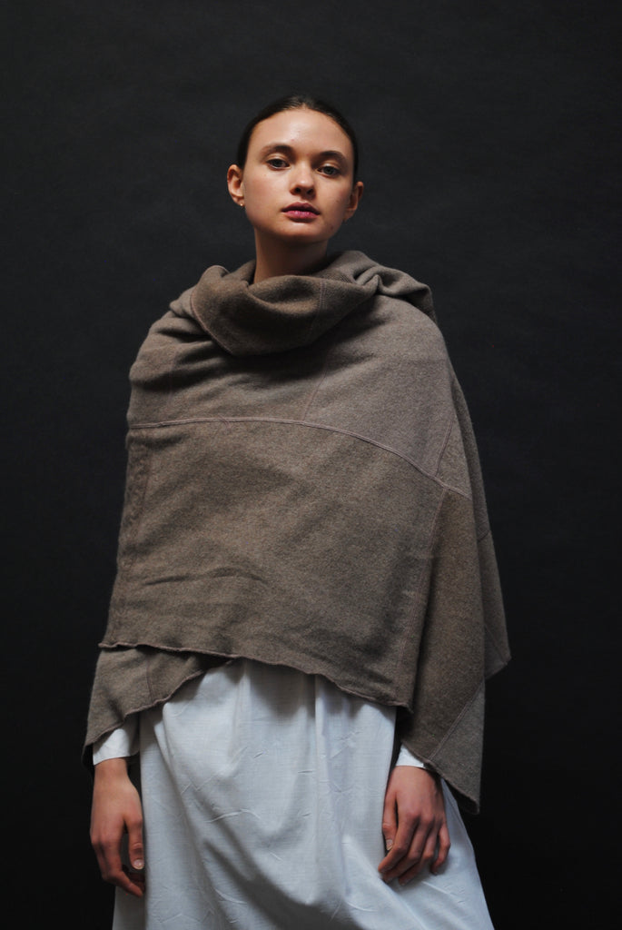 SCOUT Cashmere wrap in Mushroom