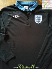 2011/12 England Away Football Shirt. (L)