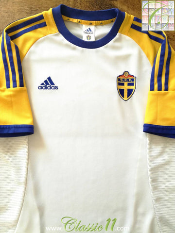 2002/03 Sweden Away Football Shirt (M)