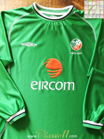 2001/02 Republic of Ireland Home Football Shirt. (L)