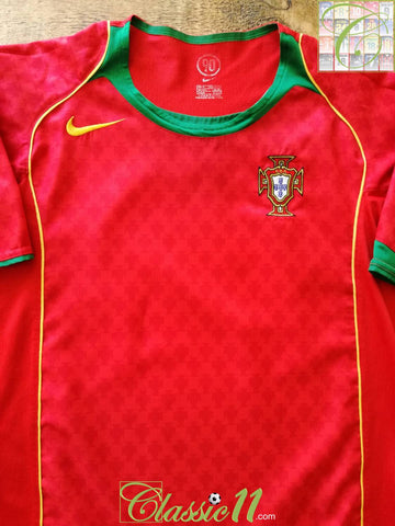 2004/05 Portugal Home Football Shirt (M)