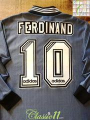 1996/97 Newcastle United Away Football Shirt. Ferdinand #10 (M)