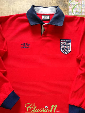 2000/01 England Away Football Shirt. (L)