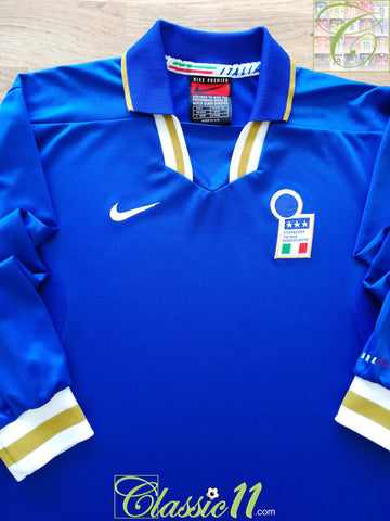 1996/97 Italy Home Football Shirt. (L)