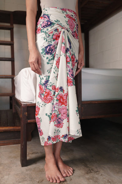 Chiller Knot Skirt in White Floral