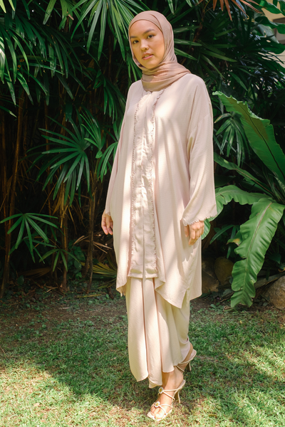 Maharani Kebaya Set in Peach Blush