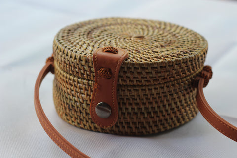 BAGBS- Handwoven Round Rattan Crossbody Bags for Women. Brown natural Color