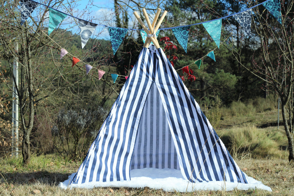 tipi / tepee / tipi / teepee Tent Blue and White . 4 POLES INCLUDED