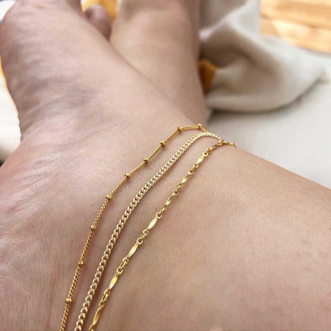 strut jewelry anklets in gold