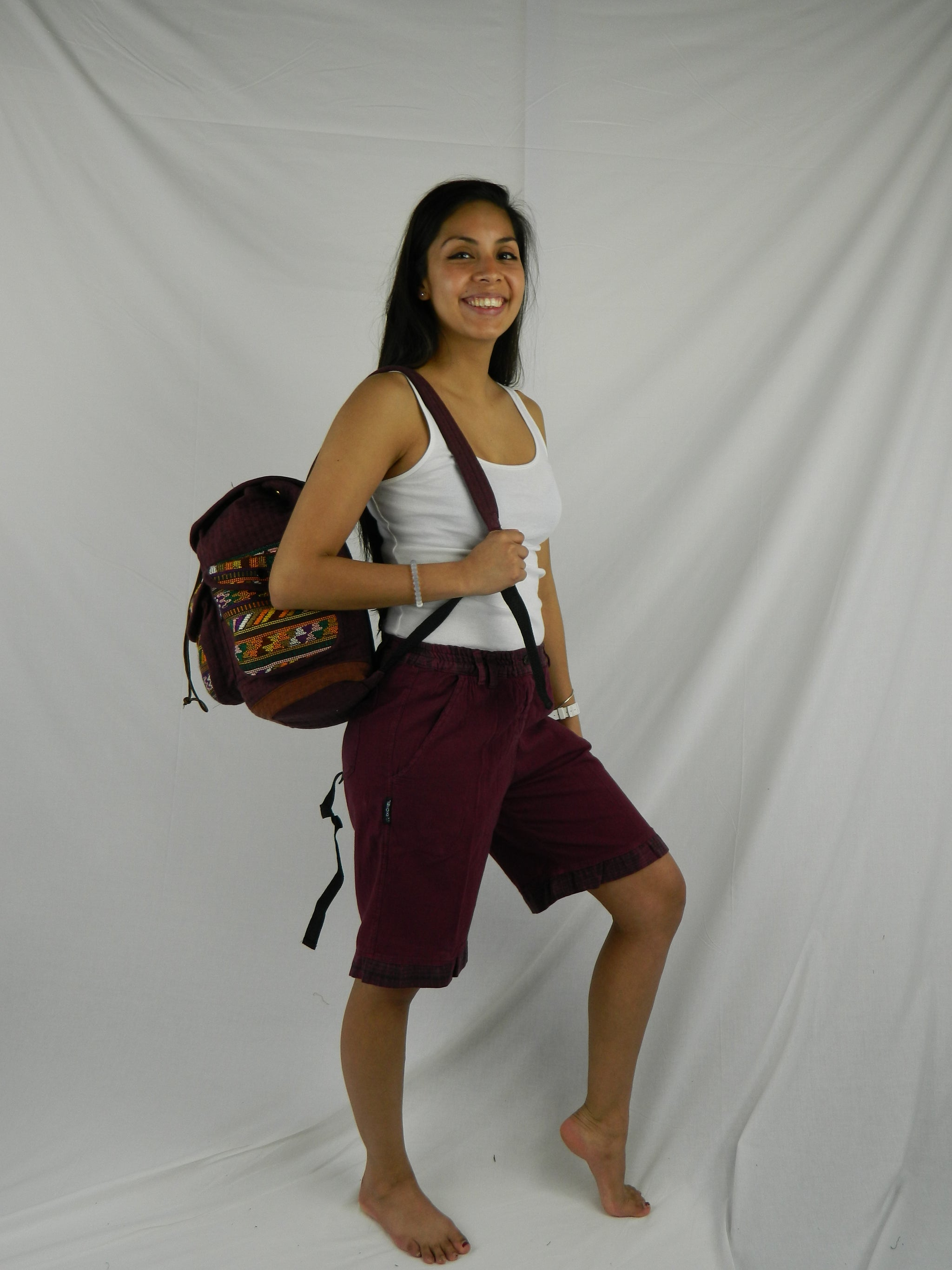 Women's shorts in garment dyed cotton with hand woven trim