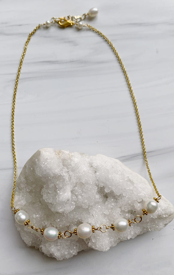 Oval White Pearl & Gold Chain Necklace