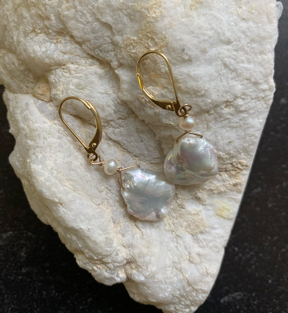White Pearl & Gold Earring