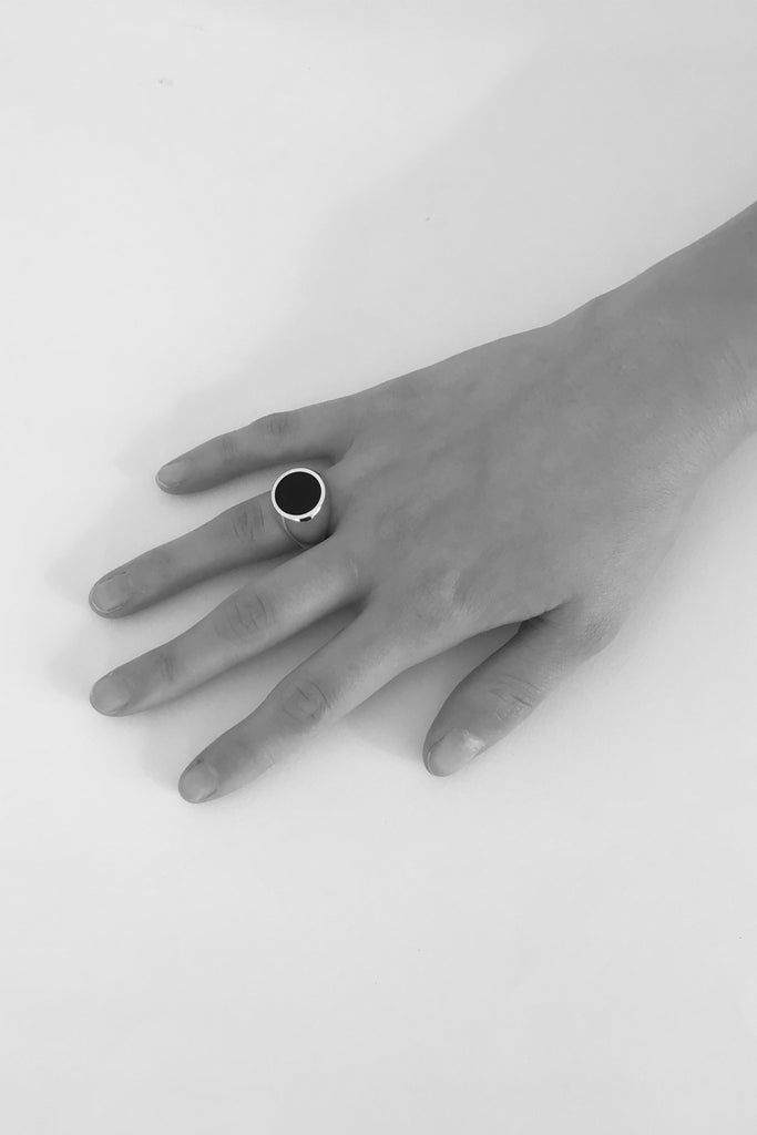 Gold Black Onyx Signet Ring - Round