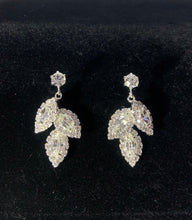 Load image into Gallery viewer, Zenobia silver leaf earrings
