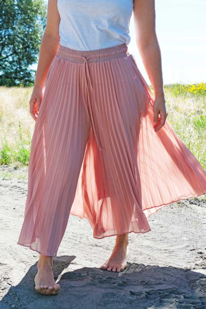 Pink Pleated Capris