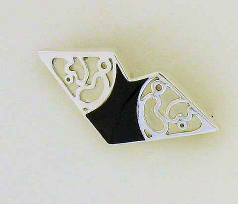 Whitby Jet & Silver Brooch AD45