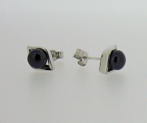 Pearl and Silver Stud Earrings ER303G