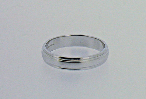 18ct White Gold Wedding Ring RB527A