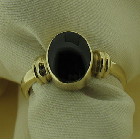 Whitby Jet and 9ct Gold Ring WJR5