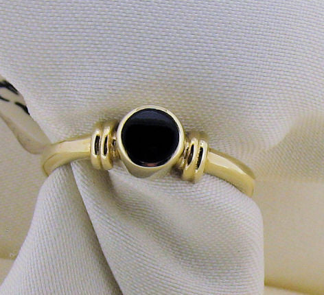 Whitby Jet and 9ct Gold Round Stone Ring WJR1