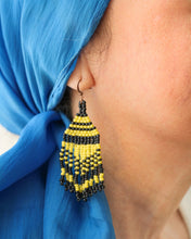 Load image into Gallery viewer, Habi Lifestyle Likha Beaded Earrings