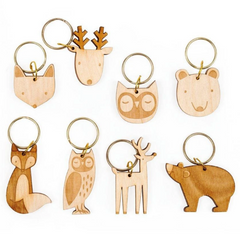 Thanksgiving Pilgrim Medium Crackers (wooden animal key ring)