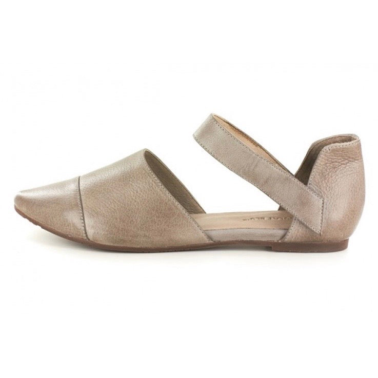 Gaia Pointed Toe Flat