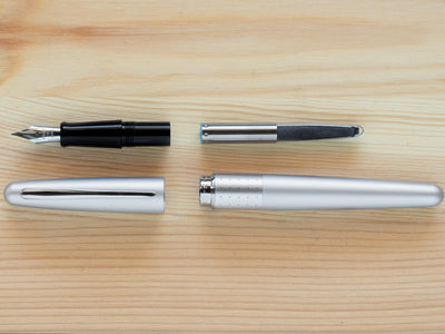 MR1 Metropolitan Fountain Pen - Silver Dot - Fine Nib