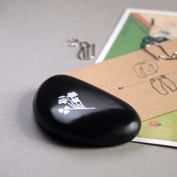 Pebble Paperweight (Flower)