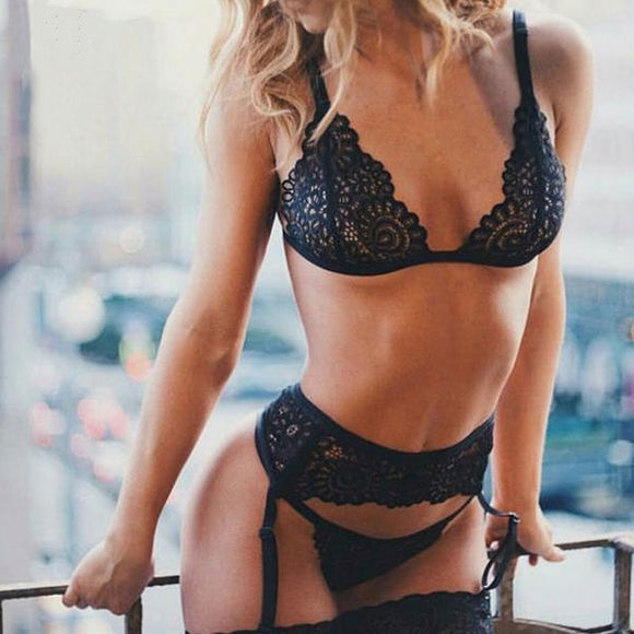 Bringing Sexy Black Floral Lace Lingerie Set with Garter Belt