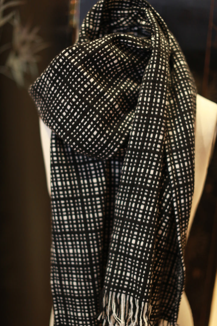 Cashmere Scarf | Black & White Plaid