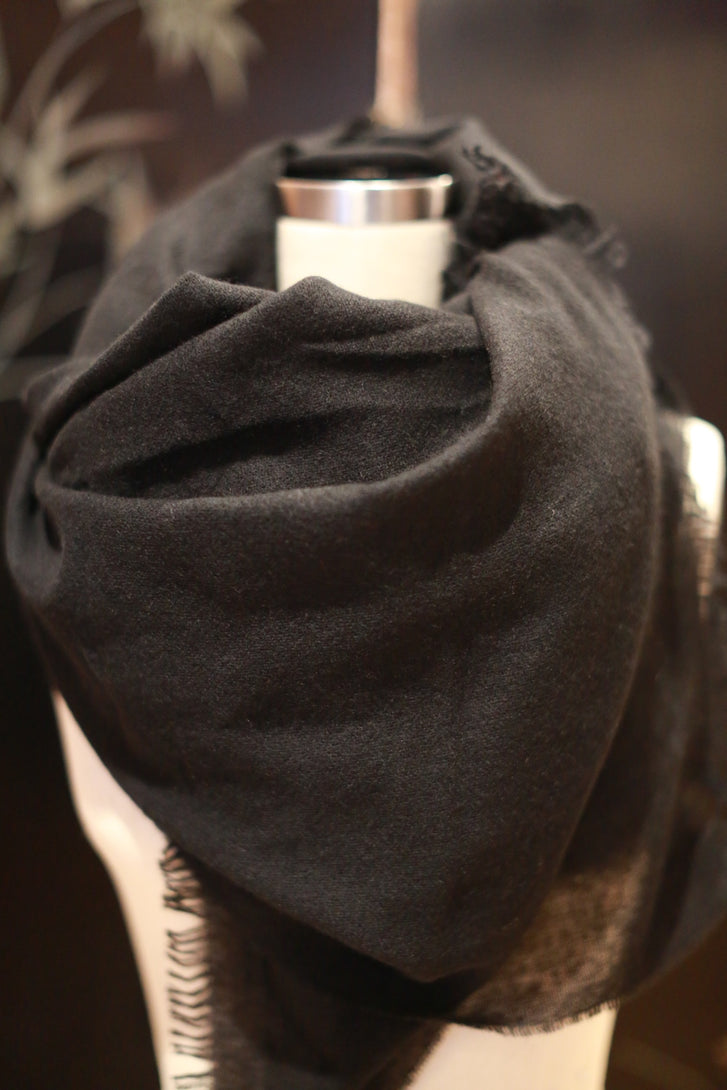 Tissue Weight Cashmere Scarf | Black