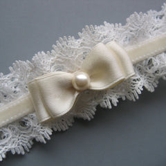 Blanche - Winter White Lace and Velvet Garter