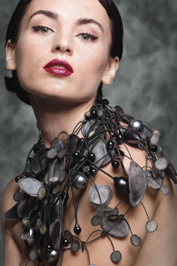 Annemieke Broenink Gigantic Pearl Necklace Melting Grey