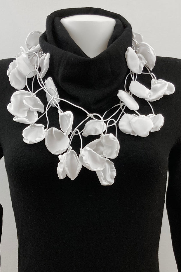 Annemieke Broenink Satin Petals Necklace Real White