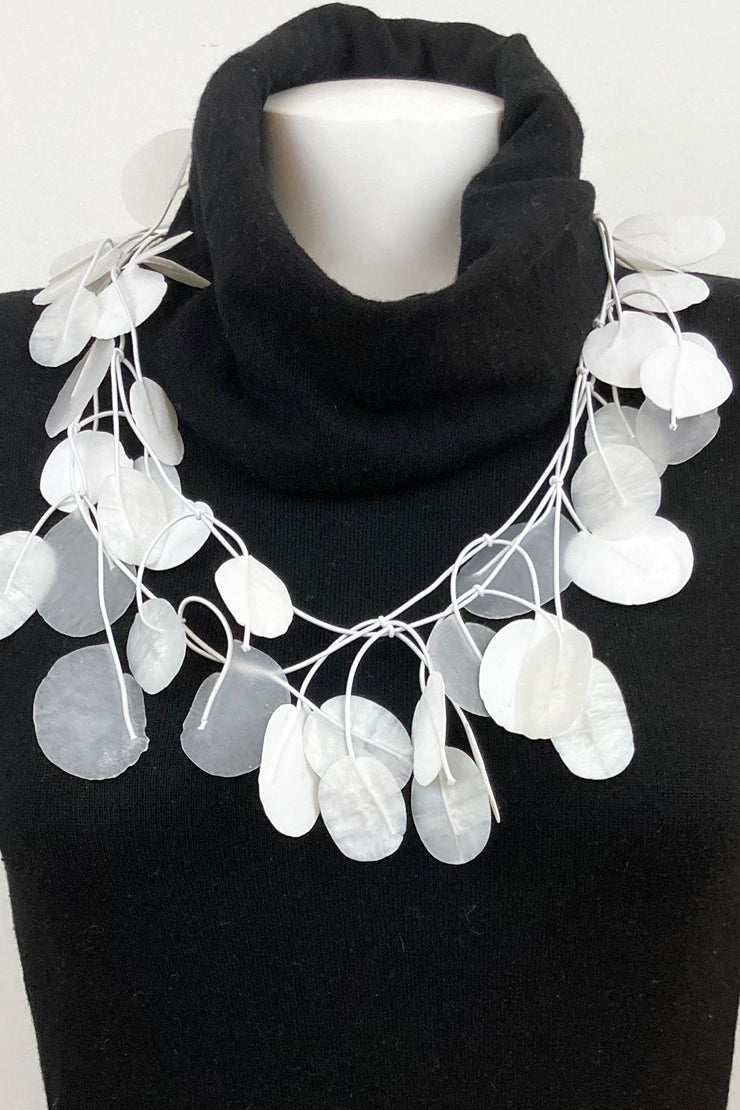 Annemieke Broenink Tetri Poppy Necklace Real White