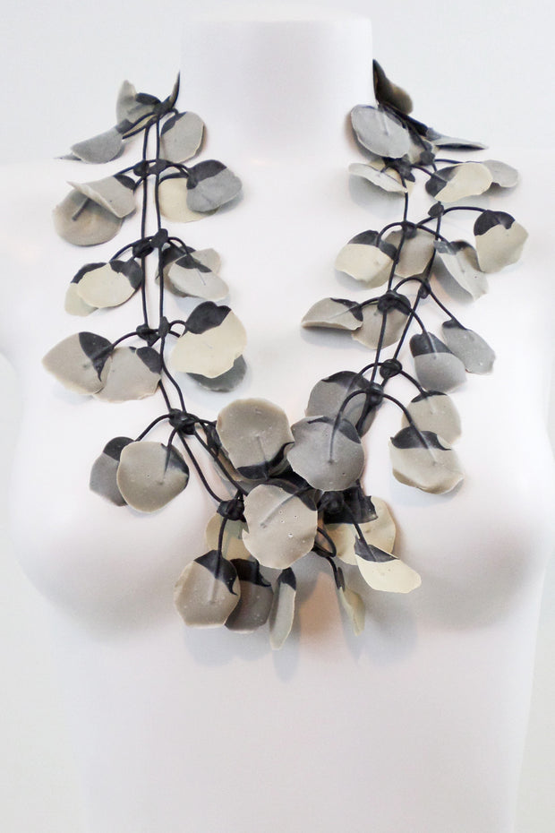 Annemieke Broenink Poppy Necklace Pebblestone