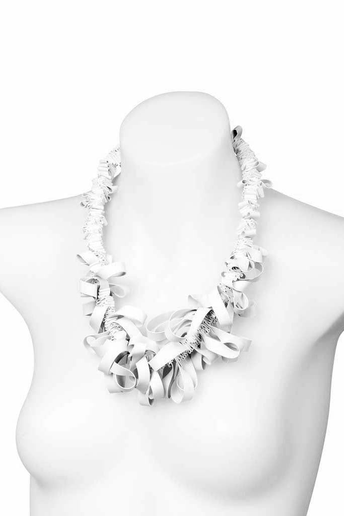 Frank Ideas Short Rubber Ruffle Collar Necklace Cream