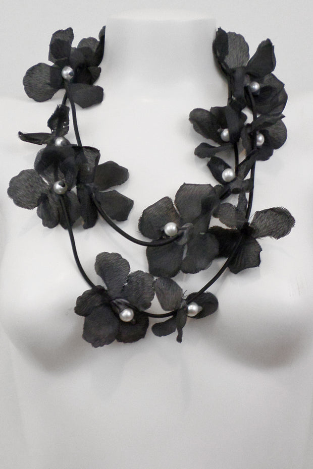 Annemieke Broenink Floral Pearl Necklace Black
