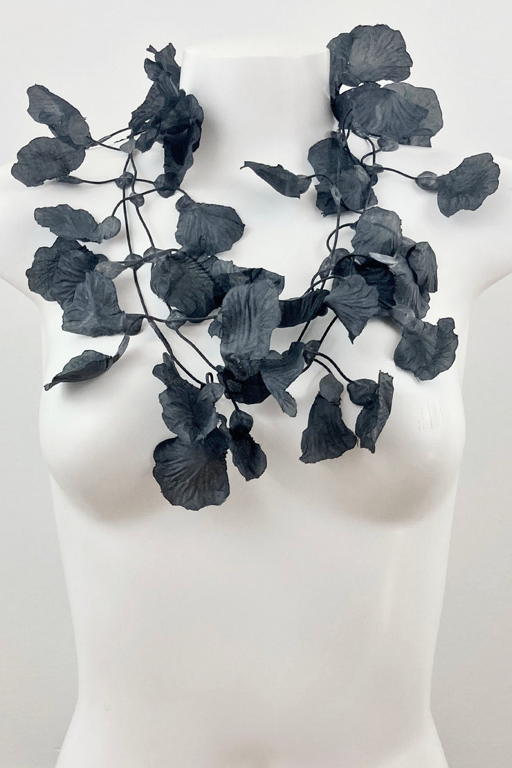 Annemieke Broenink Rose Petals Necklace Black
