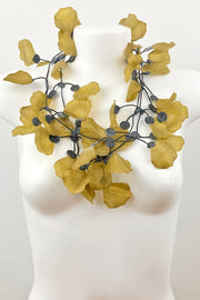 Annemieke Broenink Rose Petals Necklace Gold