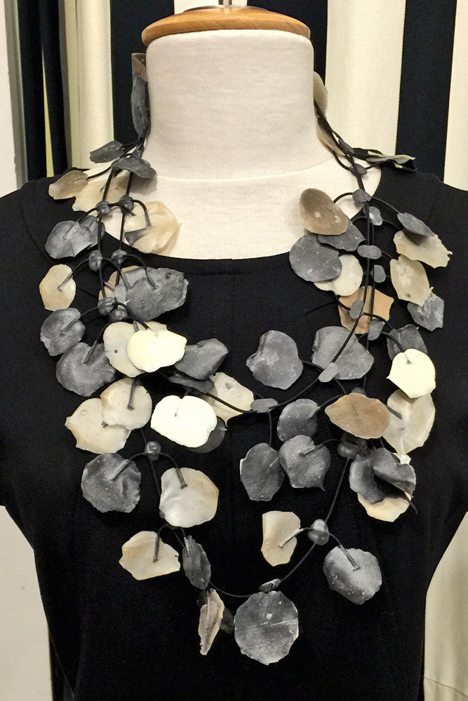 Annemieke Broenink Annemieke Broenink Poppy Necklace White Neutral - KIITOSlife - 3