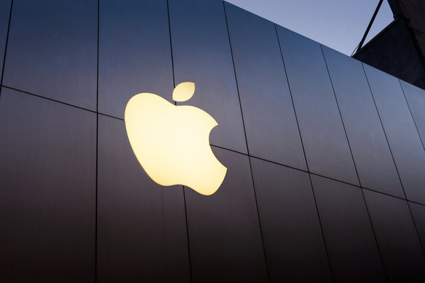 Apple-Logo-shining-on-the-front-of-a-building
